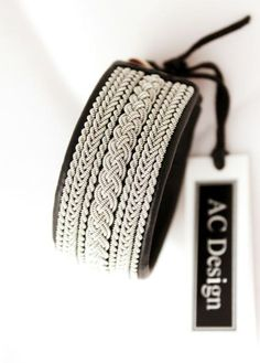Sami bracelet *VINDHEM *You cant go wrong with this stylish leather bracelet! Design information * Genuine leather * Braids in pewter wire that