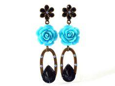 Brinco flor de resina - strass swarovski azul/preto - flor turquesa - gota de resina preta R$ 29,90