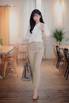 Pin by luv_cherry on formal outfit (work attire) in 2019 Stylish Work Outfits, Office Outfits Women, Everyday Outfits, Classy Outfits, Pretty Outfits, Casual Outfits, Fashion Outfits, Fashion Tips, Korean Girl Fashion