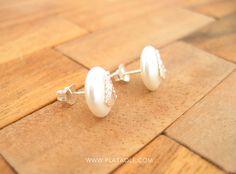 Si tu pasión es la Virgen del Rocío, estos pendientes de perlas y plata de ley son para ti, solo por 6,95 €