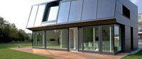 """Gebäudeklimatik (B.Eng.)  Ostbayerische Technische Hochschule Regensburg Das energieeffiziente Bauen ist eine der baulichen Hauptaufgaben des 21. Jahrhunderts. """"Gebäudeklimatik"""" ist ein Berufsfeld, das speziell auf die nachhaltige und energieeffiziente Erneuerung unserer Städte und Gebäude zugeschnitten ist. Gebäudeklimatiker/innen sind breit ausgebildete Ingenieure, die sowohl energetische Gesamtkonzepte für Neubauten als auch Modernisierungskonzepte für Bestandsgebäude entwickeln."""