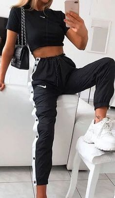 cute outfits for school ; cute outfits with leggings ; cute outfits for women ; cute outfits for school for highschool ; cute outfits for spring ; cute outfits for winter Teen Fashion Outfits, Retro Outfits, Mode Outfits, Look Fashion, Sporty Fashion, Fashion Ideas, Sporty Chic, Nike Fashion Outfit, Hijab Fashion