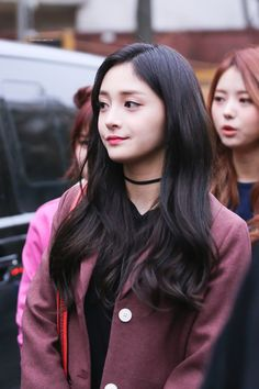 Everyone thinks this Russian girl looks like either Somi or Kyulkyung Simple Outfits, Stylish Outfits, Time In Korea, Brown Hair Looks, Ioi, Different Styles, Kpop Girls, Looks Great, Stage