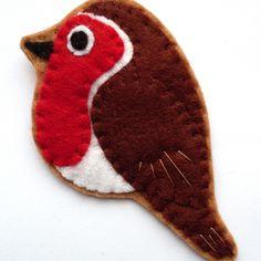 Robin, felt bird brooch £14.00