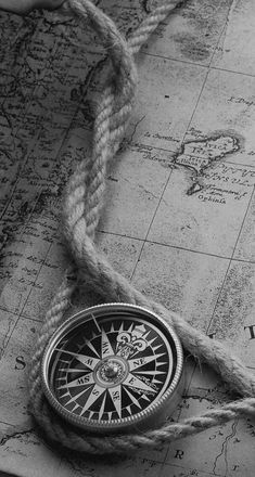Beautiful Sea Of Mine Clock Wallpaper, Apple Wallpaper, Galaxy Wallpaper, Wallpaper Backgrounds, Iphone Wallpaper, Dark Photography, Creative Photography, Black And White Photography, Map Tattoos