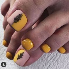 36 The Trend Toe Art Nail Designs In Summer - Summer is coming, which means we can wear sandals or flip flops and walk barefoot on the lawn or be - Feet Nail Design, Toe Nail Designs, Acrylic Nail Designs, Pedicure Designs, Nails Design, Art Designs, Pretty Toe Nails, Cute Toe Nails, My Nails