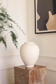 Get minimalist home inspiration at minimalism.co Minimalist House Design, Minimal Design, Minimalist Home, Simplicity Is Beauty, Sustainable Furniture, Get Well Gifts, Free Christmas Gifts, Free Plants