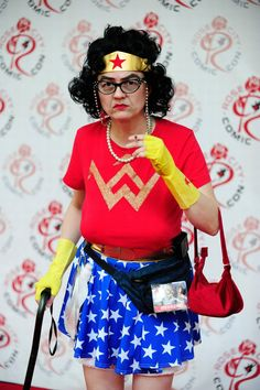 Growing old gracefully. Wonder Woman becomes Wonder Gran! Crazy People, My People, Weird People At Walmart, Karneval Diy, Aging Humor, Old Folks, Costume Works, Advanced Style, Young At Heart