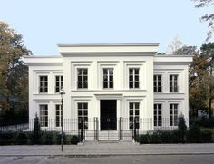 Front facade of the Villa Fohlenweg by Hoehne Architekten.