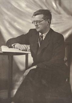 Dmitri Shostakovitch, ca 1946 -by Moissei Nappelbaum from Galerie BerinsonMoissej Nappelbaum - Portraits of Soviet Intellectual Life [31 May - 24 Nov. 2012]