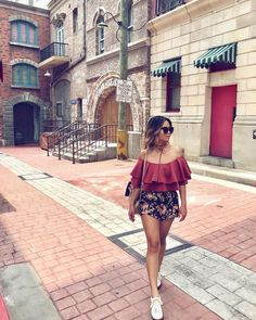 to the day we went to Universal Studios in Singapore! Singapore Travel Outfit, Travel Outfit Summer, Summer Outfits, Travel Ootd, Theme Park Outfits, Chic Outfits, Ootd Poses, Honeymoon Outfits, Honeymoon Ideas
