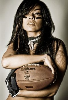 THE ATHLETICISM: Linda Brenner - awesome QB in the LFL :)