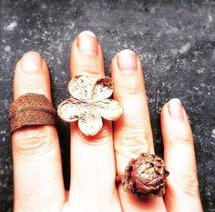 FANIE ROUX   🌜POETIC COPPER TREASURES 🌛handmade in Cologne ✨ Alchemist 🌿Vegan 🌔   Blütenring I Unikat I Boho I Blätter I Kupferschmuck www.etsy.com/shop/fanieroux