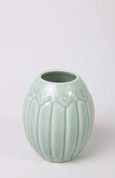 VASE polylobé CHINE, DYNASTIE QING, XIXEME SIECLE En porcelaine…