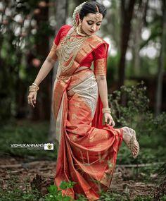 Kerala Wedding Saree, Indian Bride Poses, South Indian Wedding Saree, Indian Bridal Photos, Kerala Bride, Indian Bridal Sarees, Indian Bridal Outfits, Indian Bridal Fashion, South Indian Bride Hairstyle