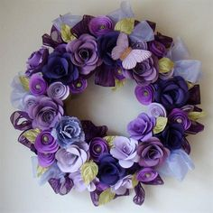 This paper flower wreath is amazing!   I wonder if I could recreate one . . . seriously doubt it!