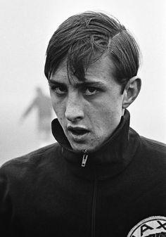 Johan Cruijff (1948-2016),vaak zien trainen aan de Middenweg..en maar lullen...geweldig.
