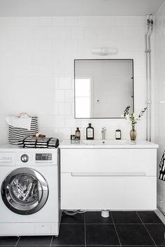 Renoverat badrum med tvättmaskin