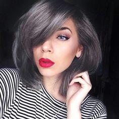 Dark silver hair, granny hair Brown Hair With Silver Highlights, Dark Silver Hair, Hair Color Highlights, Hair Color Dark, Dark Hair, Pelo Color Plata, Medium Hair Styles, Curly Hair Styles, Charcoal Hair