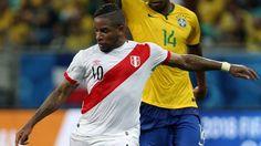 La clara ocasión que desperdició Paolo Guerrero apenas a los 3 minutos del partido ante Brasil sigue dando vueltas en la cabeza de Jefferson Farfán. Para la 'Foquita' una de las principales razones de la goleada fue la poca contundencia de la Selección Peruana frente al arco del 'Scratch'. Noviembre 17, 2015.