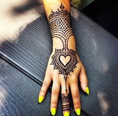 Love this design by @hennabydivya #henna #mehndi