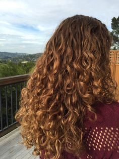 Bayalag ombre on naturally curly hair - Trend Hair Styles for 2019 Colored Curly Hair, Long Curly Hair, Curly Girl, Pelo Natural, Natural Hair Styles, Long Hair Styles, Love Hair, Curled Hairstyles, Wedding Hairstyles
