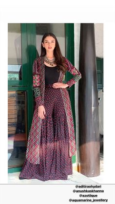 Women fashion Videos Hipster Forever 21 - Women fashion Classy Vintage - Women fashion For Work Professional Attire Boss - Women fashion Fall Casual Weekend Style Indian Attire, Indian Ethnic Wear, Indian Outfits, Indian Gowns Dresses, Pakistani Dresses, Stylish Dresses, Women's Fashion Dresses, Fashion Clothes, Estilo Hippie