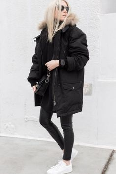 b14286efc878e 12 Warm Winter Outfits That Are Still Chic. Casacos PretosRoupas ...