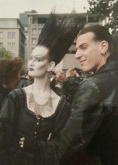 punk goth - Old School Goths in Cologne, Germany 1989 80s Goth, Punk Goth, Gothic Outfits, Gothic Dress, Dark Fashion, Gothic Fashion, Dark Siders, 1980s, Punk Makeup