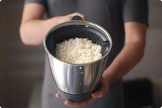 Se cuece el arroz en el cestillo de la Thermomix. Se lava de esta forma constantemente. Quedando un arroz suelto, que nos va dejando el almidón en el agua. Food N, Food And Drink, Yummy Food, Tasty, Cooking Chef, Quinoa, Lava, Oatmeal, Grains