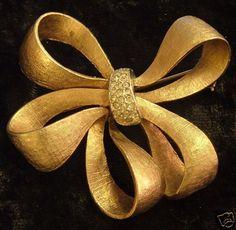 Goldtone Coro Pegasus Ribbon Brooch Pin