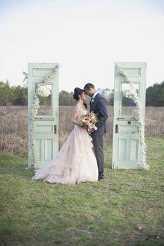 New wedding photos ideas outdoor ceremony backdrop Ideas Wedding Ceremony Ideas, Wedding Props, Outdoor Ceremony, Chic Wedding, Rustic Wedding, Wedding Decorations, Backdrop Wedding, Trendy Wedding, Wedding Ceremonies