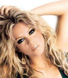 Shakira! I luv her makeup!