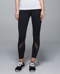 Our favourite run crops just got longer! We took everything we love about the Inspire Crop and made them into 7/8-length pants to cover more skin when we hit the ground running. The secure leg pockets let us stash our essentials, and hidden reflectivity helps us shine bright in low light. Bring on the night!