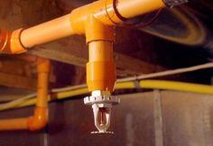 El material no metálico de más reciente uso en tuberías de rociadores, el polietileno retriculado (PEX) fue aceptado por primera vez en el año 1999, aunque sólo para ser utilizado en sistemas combinados de plomería y rociadores para vivienda, a las que se aplica lo establecido en NFPA 13 bifamiliares y viviendas prefabricadas