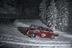 Für ein wenig Abkühlung sorgt heute der Volvo 123 im Schneegestöber.  ©Dani Reinhard  #zwischengas #oldtimer #youngtimer #classiccar #classiccars #auto #car #cars #volvo