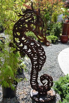 Seahorse made from horseshoes and wrenches - at Savage Plants, Kingston, WA Horseshoe Projects, Horseshoe Crafts, Horseshoe Art, Metal Projects, Welding Projects, Art Projects, Seahorse Decor, Seahorse Crafts, Fish Sculpture