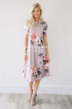 Beyond beautiful! We love the romantic colors of this beautiful dress! Faded lilac dress features a beautiful large floral print, high neck, half sleeves and loose, flowy fit.