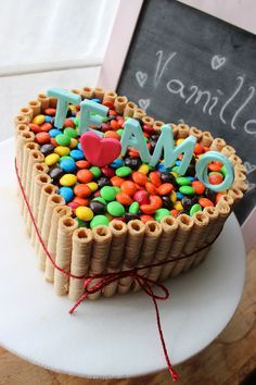 Resultado de imagen para tortas de chocolate con rocklets y oreo Torta Candy, Candy Cakes, Fondant Cakes, Cupcake Cakes, Smarties Cake, Heart Shaped Cakes, Cake Decorating Techniques, Birthday Cake Girls, Girl Cakes