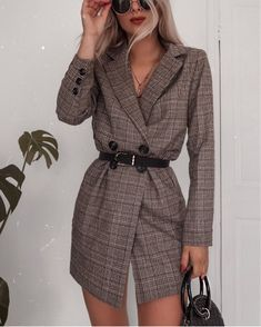 Blazers that can be worn as dresses ? I'd wear this one with chunky heeled . - FashionistaBlazers that can be worn as dresses ? I'd wear this one with chunky heeled boots ❤️ Wearing LASULA - I'll pop a link in my story! Cute Casual Outfits, Stylish Outfits, Fall Outfits, Stylish Girl, Dress Outfits, Look Fashion, Korean Fashion, Autumn Fashion, Fashion Edgy
