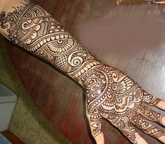 This elegant peacock inspired mehndi design will look great on the hands of the bride. This mehndi design has traits of both Arabic as well as Indian mehndi. The use of black mehndi as well as shading makes it look even more beautiful. Henna Designs, Latest Simple Mehndi Designs, Mehandi Designs Images, Peacock Mehndi Designs, Mehndi Design Photos, Mehndi Patterns, Arabic Mehndi Designs, Bridal Mehndi Designs, Mehndi Images
