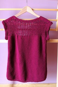 Juliet Tee pattern by we are knitters - Kleidung Knitting Stitches, Knitting Patterns Free, Knit Patterns, Free Knitting, Loose Knit Sweaters, Summer Sweaters, Crochet Shirt, Knit Crochet, Crochet Kits