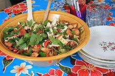 kipsalade met rucola, pancetta, tomaatjes en broodkorstjes