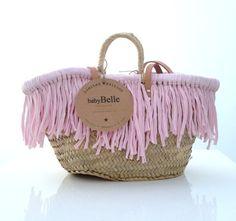 .... Más My Bags, Purses And Bags, Ibiza, Diy Accessoires, Creation Deco, Boho Bags, Basket Bag, Summer Accessories, Summer Bags