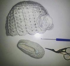 Gorro y zapatillas tejidos en lana lurex a crochet  Disponible a la venta Jenny tejidos