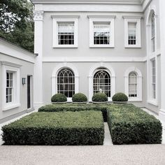 Need a new garden or home design? You're in the right place for decoration and remodeling ideas.Here you can find interior and exterior design, front and back yard layout ideas. House Paint Exterior, Exterior Paint Colors, Paint Colors For Home, House Colors, Exterior Design, White Stucco House, Stucco Exterior, Rendered Houses, Courtyard Design