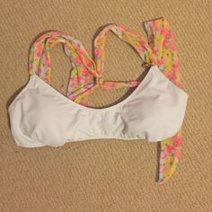 Victoria's Secret white criss cross back top Size medium, in perfect condition! It has a great criss cross Victoria's Secret Swim Bikinis