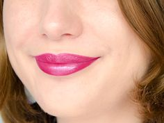 Rouge à lèvres Hydra Renew (Moisture Renew) - Rimmel London - Amethyst Shimmer (prune framboise givré) #blog #beaute #maquillage #makeup #rouge #levres #prune #framboise #givre #irise #frost #amethystshimmer #hydrarenew #moisturerenew #rimmel #rimmellondon #swatch #swatches http://mamzelleboom.com/2014/12/04/its-raining-colour-nouvelle-gamme-rouges-levres-hydra-moisture-renew-rimmel-london-swatch-swatches/