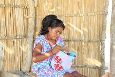 Esta es la principal actividad de las mujeres Wayuu. Tejedoras de sueños