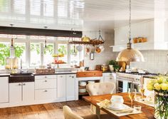 Cocinas prácticas para cada tipo de necesidad y familia Home Decor Kitchen, Kitchen Ideas, Kitchen Island, New Homes, Indoor, Interior Design, Table, House, Furniture